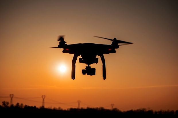 dron sobrevolando el cielo